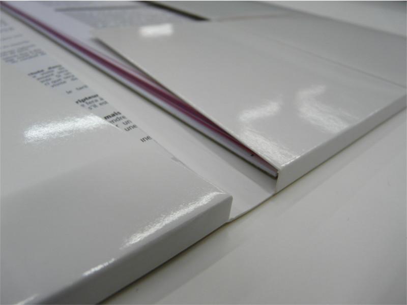 Pratiques et esthétiques, équipez vos commerciaux de dossiers 100% personnalisés, imprimés sur matière rigide pour les conserver longtemps.