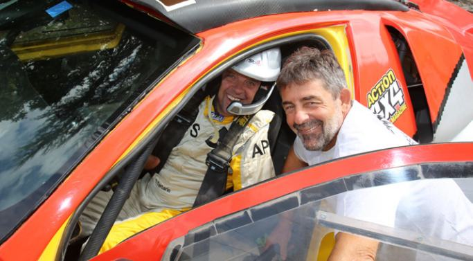 Nouveau défi de Philippe Croizon: participer et passer la ligne d'arrivée du Dakar 2017